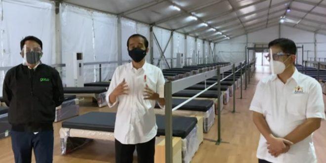 Tinjau Rumah Oksigen Gotong Royong, Presiden Jokowi Di-back up Full Kadin Berperang Hadapi Pandemi Covid-19. - Foto: Presiden Joko Widodo, dengan didampingi Ketua Umum Kadin Arsjad Rasjid dan CEO GoTo Andre Soelistyo, meninjau Rumah Oksigen Gotong Royong di Kawasan Pulo Gadung, Jakarta Timur, pada Sabtu 24 Juli 2021.(Ist)