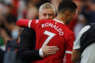 Terus Cetak Gol di Usia Senja, Solskjaer Takjub Kepada Ronaldo.- Foto: Ole Gunnar Solskjaer bersama Cristiano Ronaldo.(Reuters)